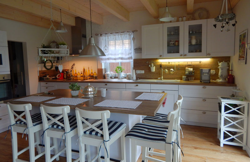 Super Landhausküchen - Die Traumküche - Viel Holz mit neuester Technik FJ67